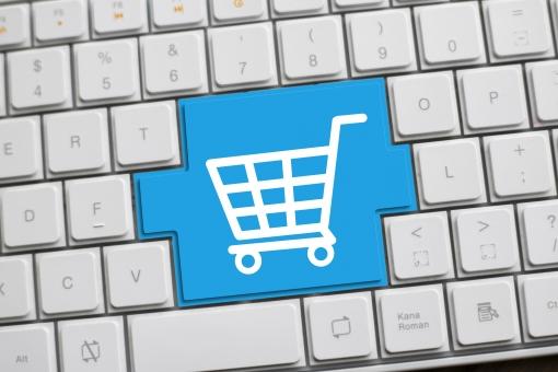 ライブコマースとは、ライブストリーミングとEコマース(電子商取引)を組み合わせたもので、ライブ配信型のEコマースです。